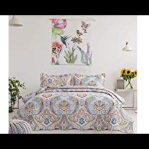 Queen Size Quilt w/2 Shams